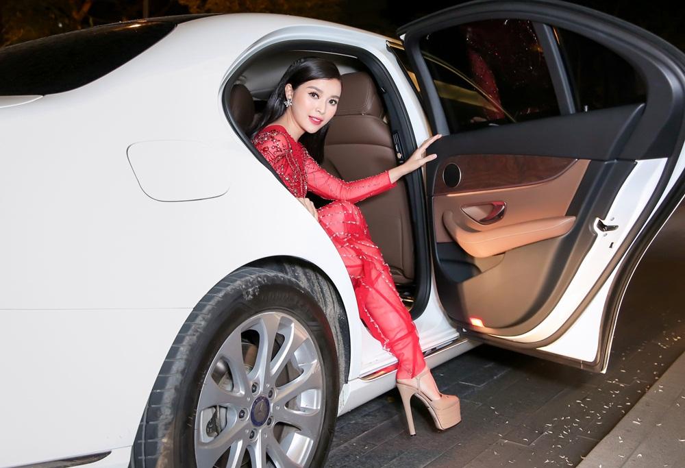 Cao Thái Hà mặc xuyên thấu sexy hết cỡ