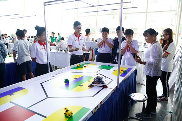 """Cuộc thi """"Tài năng Robot Robotacon – WRO 2017"""" với chủ đề """"Robot cho sự bền vững"""" đã tìm ra 4 đội chiến thắng"""