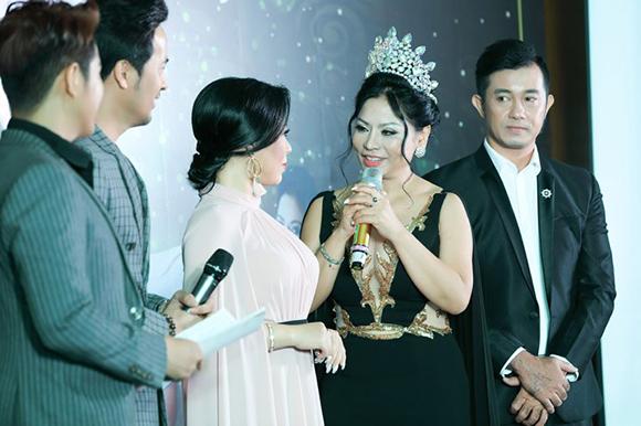 Hoa hậu Lý Nhã Lan hạnh phúc và tràn đầy cảm xúc trong tiệc tri ân