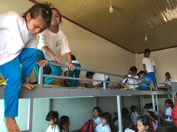 Những tấm lòng vàng thắp sáng niềm tin cho hàng trăm em nhỏ miền núi Nam Trà My – Quảng Nam