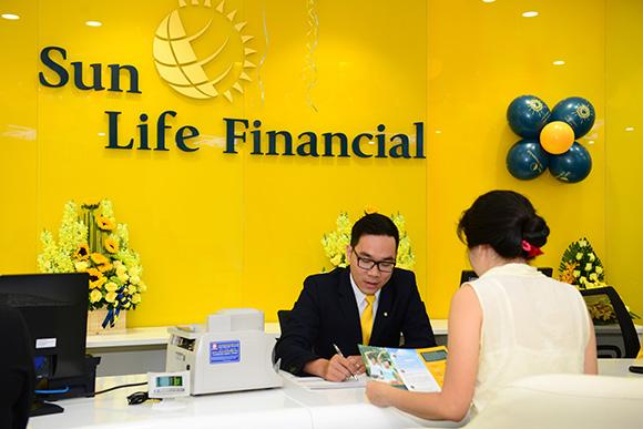 """Sun Life Việt Nam đạt Giải thưởng """"Công ty bảo hiểm tăng trưởng nhanh nhất - Việt Nam 2017"""""""