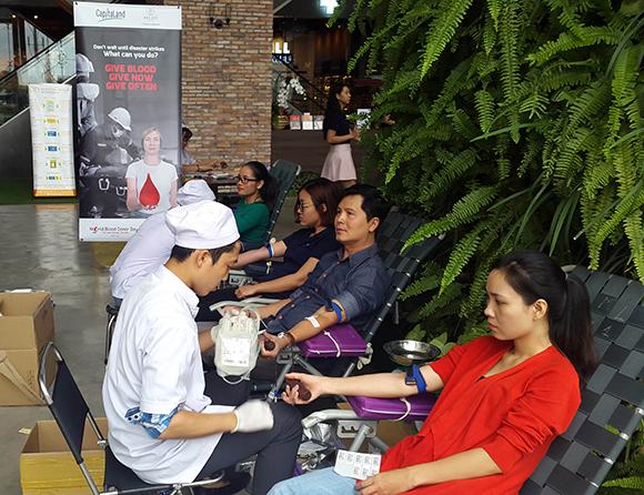 Nhân Viên CapitaLand tham gia hiến máu tại văn phòng HCM