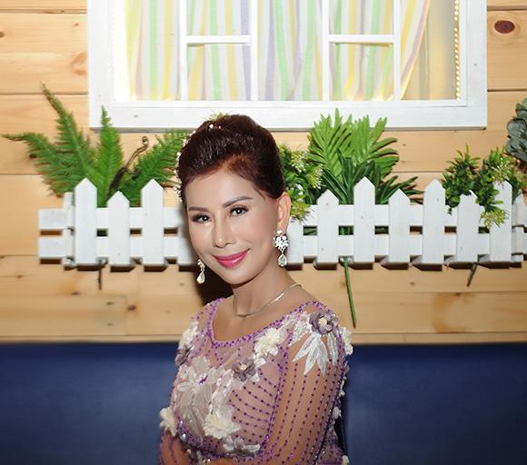 Hoa hậu Lương Thu Hương bất ngờ xuất hiện trong họp báo ra mắt phim tại TP. Hồ Chí Minh
