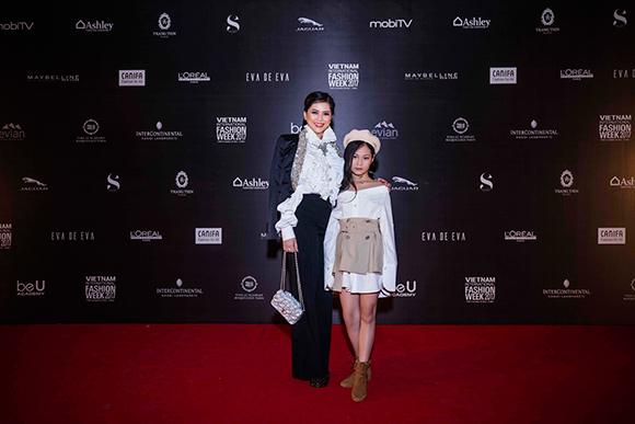 Nữ doanh nhân Thủy Tiên gây ấn tượng mạnh bởi phong cách thời trang sành điệu