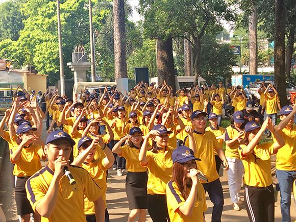 Sun Life Việt Nam tặng máy tập thể dục cho Công viên Tao Đàn - TP.HCM