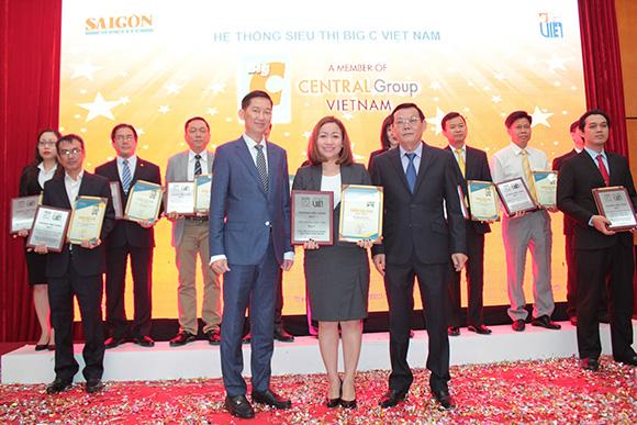 """Big C cùng lúc đạt 2 giải thưởng uy tín: """"Thương Hiệu Việt được yêu thích nhất năm 2017"""" và """"Thương hiệu Vàng"""""""