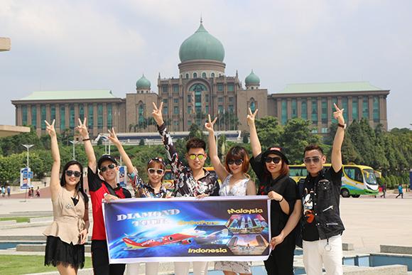 Diamond Group tặng 8 suất du lịch Sing–Malay-Indo cho những thành viên xuất sắc