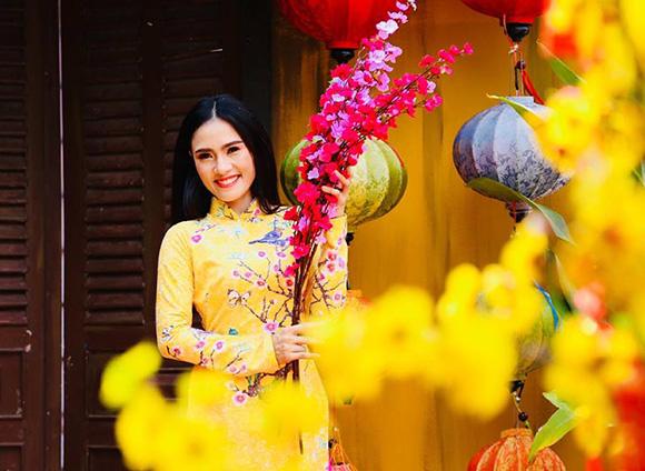 Á hậu điện ảnh Nani Phương Anh khoe nét đẹp rực rỡ trong sắc áo dài Xuân
