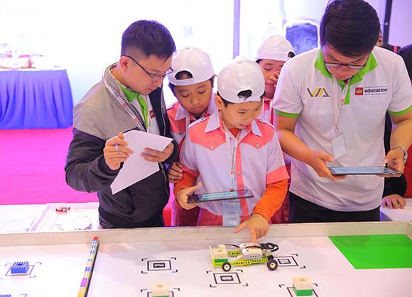 Nhiều em học sinh tại Đà Nẵng đã thực hiện được niềm đam mê robot khi lần đầu tiên cuộc thi diễn ra tại đây