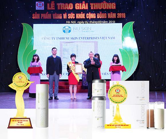 """Nu Skin Việt Nam vinh dự nhận """"Cúp Vàng"""" và """"Huy Chương Vàng"""" từ Hiệp hội Thực phẩm Chức năng Việt Nam"""