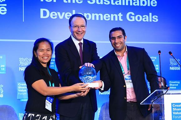 """Tổ chức """"Mumm"""" và """"Fishers and Changemakers"""" xuất sắc nhận giải nhất giải thưởng Tạo Giá Trị Chung của Nestlé năm 2018   Quang Lân"""