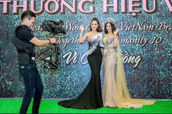 Á hậu điện ảnh Nani Phương Anh tự tin khoe dáng trong trang phục dạ hội xuyên thấu