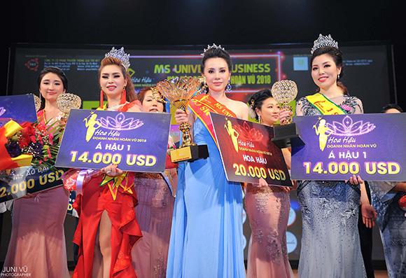 Châu Ngọc Bích bất ngờ đăng quang Ms Universe Business 2018