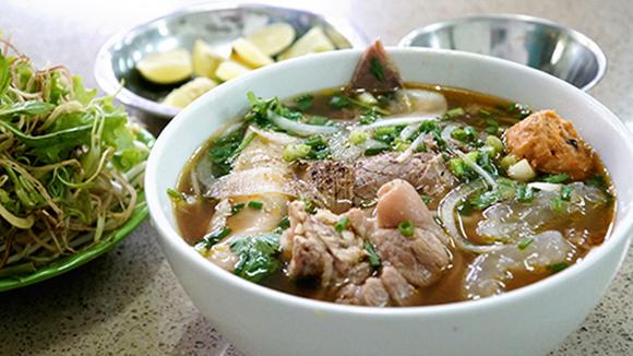 5 địa chỉ bún bò Huế đông khách ở Sài Gòn