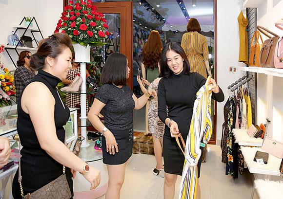 Lần đầu tiên người dân Củ Chi mua hàng Mỹ xách tay, giá rẻ  ngay shop Thanh Hồng