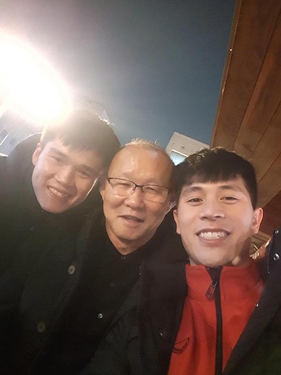 HLV Park thăm Đình Trọng, Lục Xuân Hưng ngay khi về Hàn Quốc