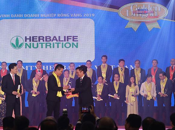 """Herbalife tiếp tục được trao danh hiệu """"Thương hiệu thực phẩm bổ sung dinh dưỡng hàng đầu"""""""