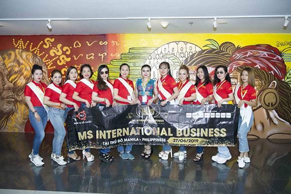 Các thí sinh Ms International Business 2019 khoe sắc rạng rỡ tại sân bay