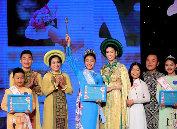 Ba gương mặt Đại sứ áo dài Việt 2019 rạng rỡ trong đêm đăng quang