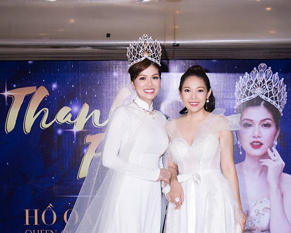 Trà Ngọc Hằng cực phong cách đến chúc mừng hoa hậu Oanh Yến