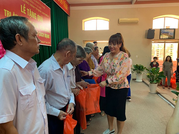 CEO Hồ Thanh Hương về nguồn sưởi ấm tình dân quân