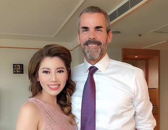 Dù bận rộn với dự án Daycell,  hoa hậu Nhàn Trần vẫn ngập tràn hạnh phúc vì bạn trai ngoại quốc bên cạnh.