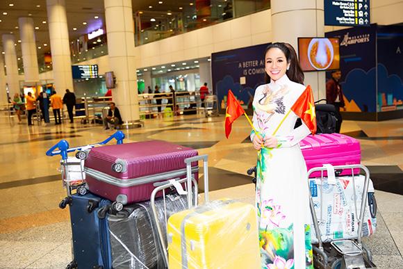 Mang cờ tổ quốc và áo dài sen, Vivian quyết tâm đến đấu trường International Global