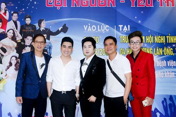 Ca sĩ Quang Hà nhảy hát tưng bừng trong đêm nhạc từ thiện tại Bình Thuận