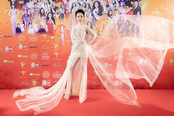 Trần Ngọc Trâm tổng giám đốc Viện thẩm mỹ viện GOLD Beauty đăng quang Hoa hậu phụ nữ thế giới.