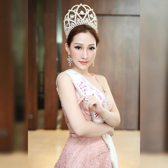 """Chân dung vẻ đẹp """"Vạn người mê"""" của Hoa hậu Người Việt thế giới Trần Ngọc Trâm"""