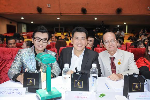 Ngai Vàng Điện Ảnh Ký Quốc Đạt ngồi ghế nóng cùng Nghệ Sĩ Hài Hữu Nghĩa và Thầy Hà Quang Văn trong đêm bán kết GMSKĐATV 2019