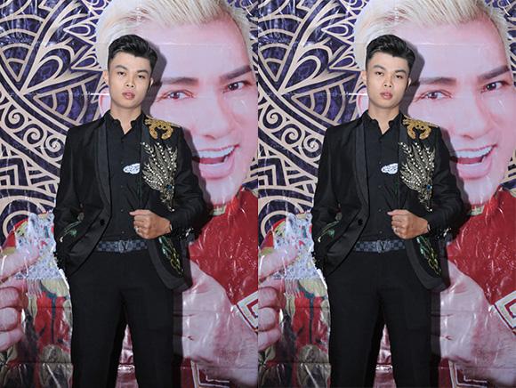 Nam Vương Lê Phú Tân diện trang phục của NTK Đức Minh diễn chương trình bán kết GMSKĐATV 2019.