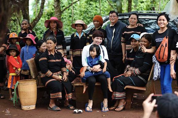 Miss Sài Gòn tiếp tục hành trình chia sẻ yêu thương tại Gia Lai