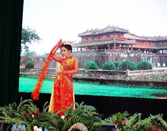 Á hậu Phan Phương chính thức trở thành Thành viên giám khảo Ngôi Sao Tỏa Sáng