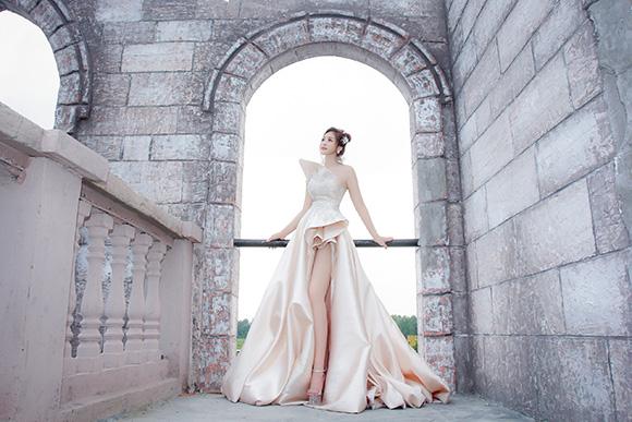 Ca sĩ Hoàng Ái My, sức hấp dẫn của đường cong từ  hình ảnh Nữ hoàng tuyết.