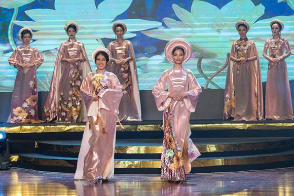 DVĐA Đinh Y Nhung kiêu sa trong áo dài Việt Hùng trong đêm Tôn vinh Phụ nữ Quyền năng