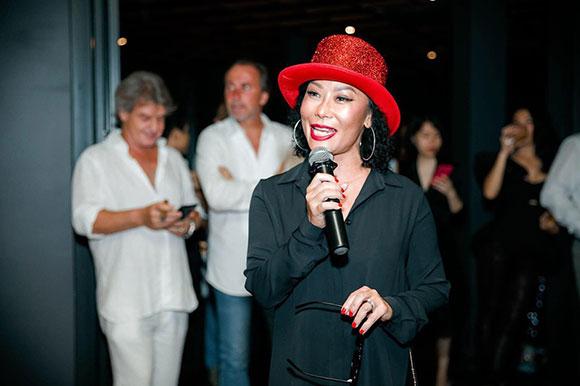 Bà Guillon Lệ Thu chủ  P'TI Saigon – Festive Dining Concept tuyến bố khai trương nhà hàng.