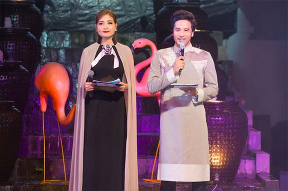 Đoàn Minh Tài diện 2 bộ áo dài trong vai trò MC show thời trang Võ Việt Chung
