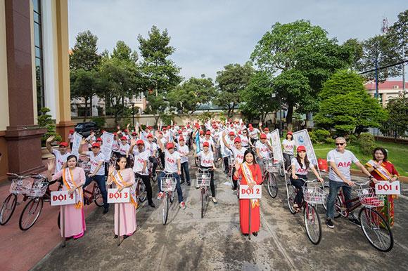 Hoa hậu Nhã Linh về miền Tây tặng xe và kêu gọi cộng đồng rèn luyện sức khỏe.