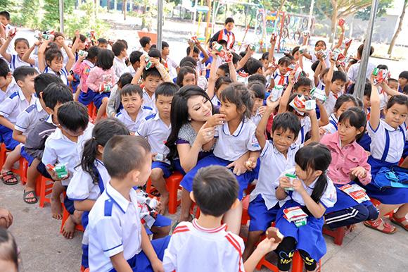 Hoa hậu nhân ái Thúy Hằng, người đẹp truyền cảm hứng cho sắc đẹp vì cộng đồng
