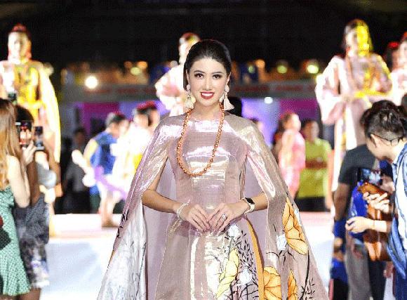 Diện áo dài Việt Hùng, Hoa hậu Lý San Nghi đài các, kiêu sa trên sân khấu Lễ hội TP.HCM - Phát triển và Hội nhập