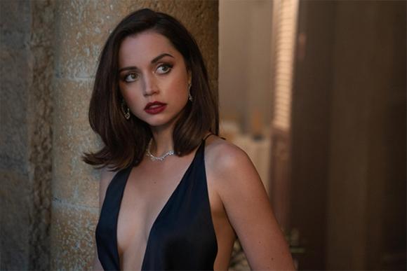 Quá khứ đóng cảnh nóng của Bond Girl mới