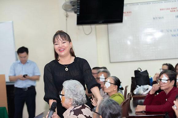 CEO Hồ Thanh Hương cùng tân Hoa hậu Phạm Bích Thủy mang ánh sáng cho người dân nghèo đón Tết