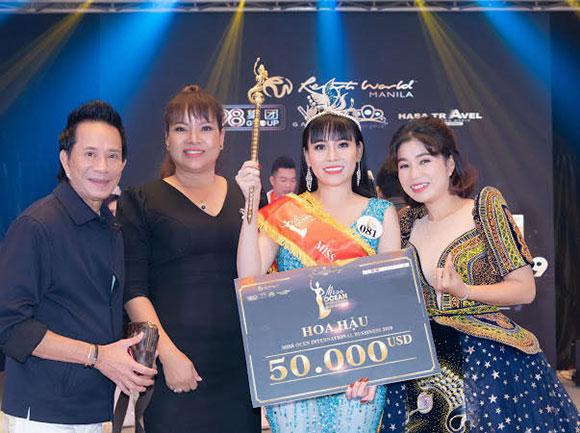 CEO Hồ Thanh Hương trao vương miện, quyền trượng 2 tỷ đồng cho Miss Ocean International Business