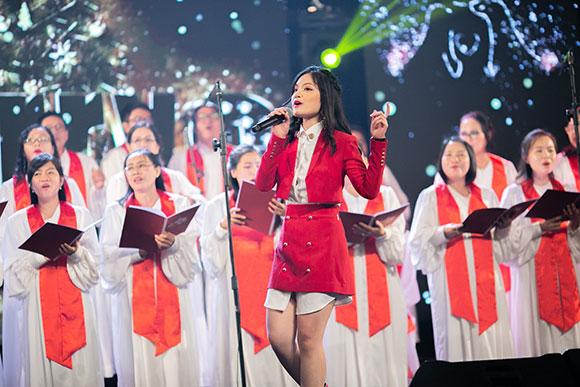Sunny Đan Ngọc mang tình yêu âm nhạc đến với các trẻ em nhiễm HIV mồ côi