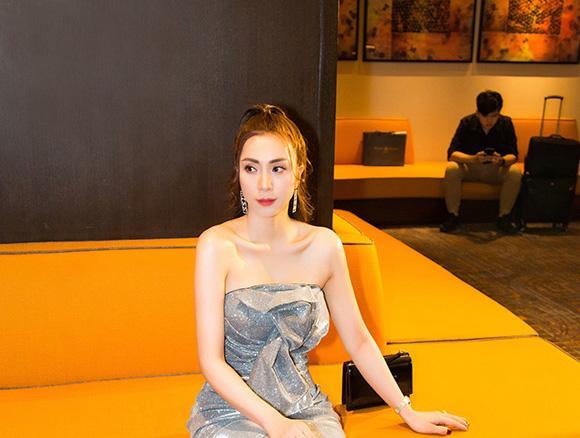 Á khôi Nguyễn Thùy Chi bất ngờ khoe vòng eo con kiến tại sự kiện Đẹp Hoàn Hảo.