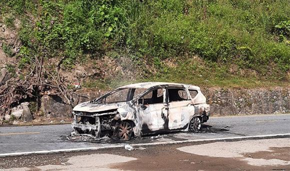 Ôtô phát nổ rồi bốc cháy, 2 người tử vong