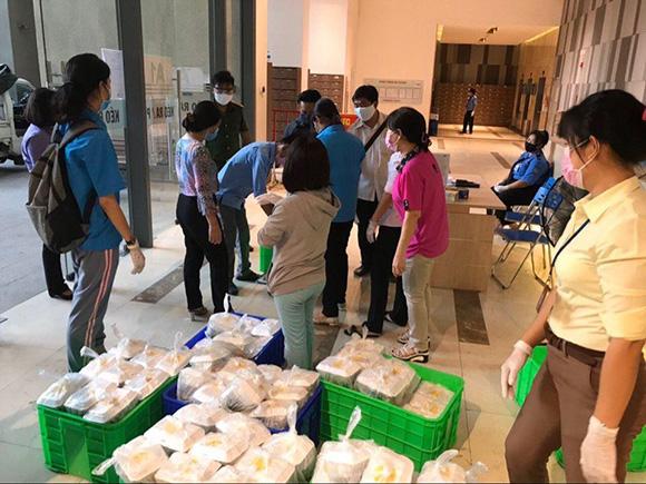 Bầu Hòa được cung cấp lương yếu phẩm ngày 2 bữa trong 14 ngày cách ly
