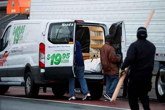 100 thi thể bị trữ trong xe tải không đông lạnh tại nhà tang lễ New York