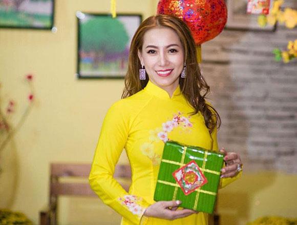 Ghi nhận tấm lòng vàng của Hoa hậu Thanh Thúy, Hội chữ thập đỏ Huyện Kế Sách quyết định tặng bằng khen cho người đẹp.